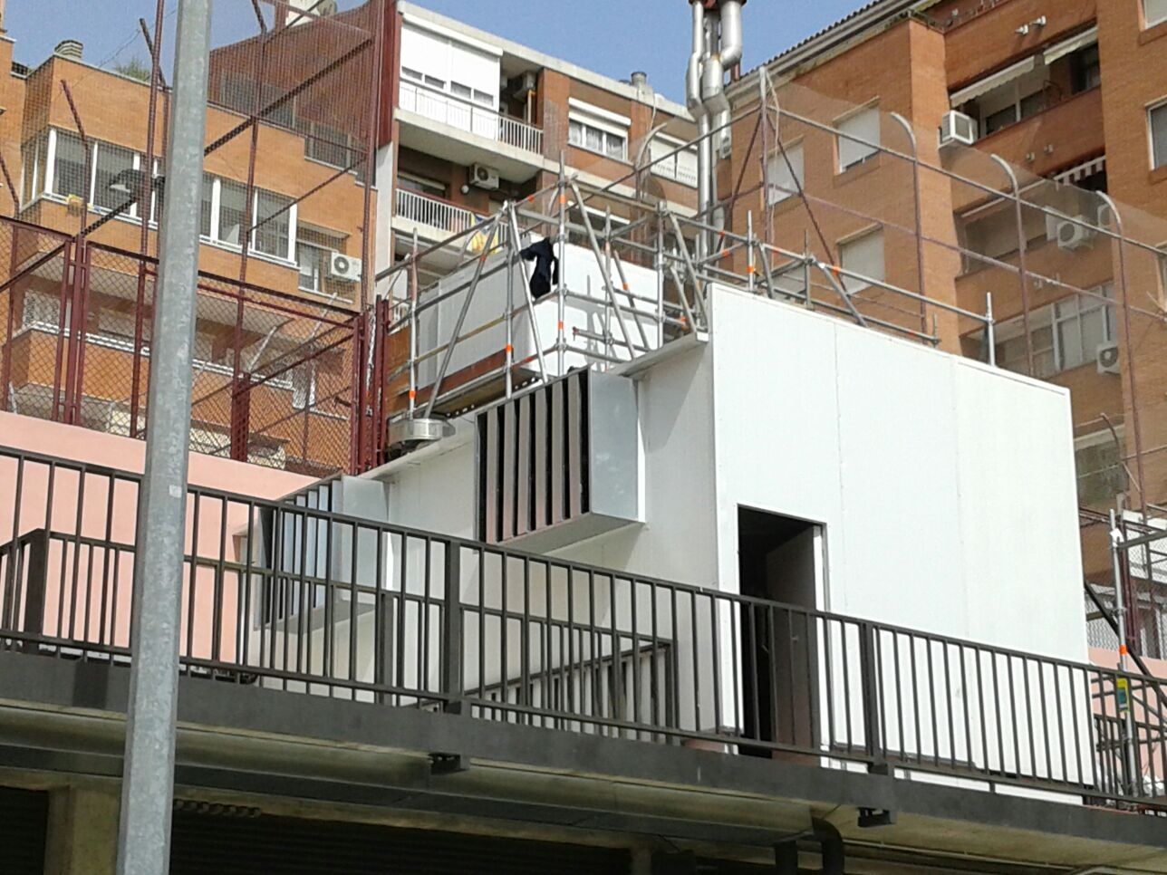 Pantalla acústica equips de climatitzacio